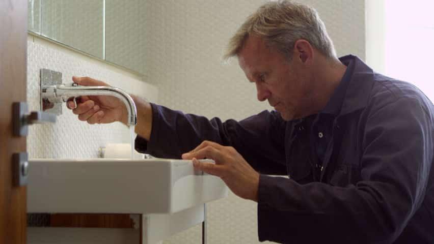 Faire appel à des professionnels pour refaire une salle de bain